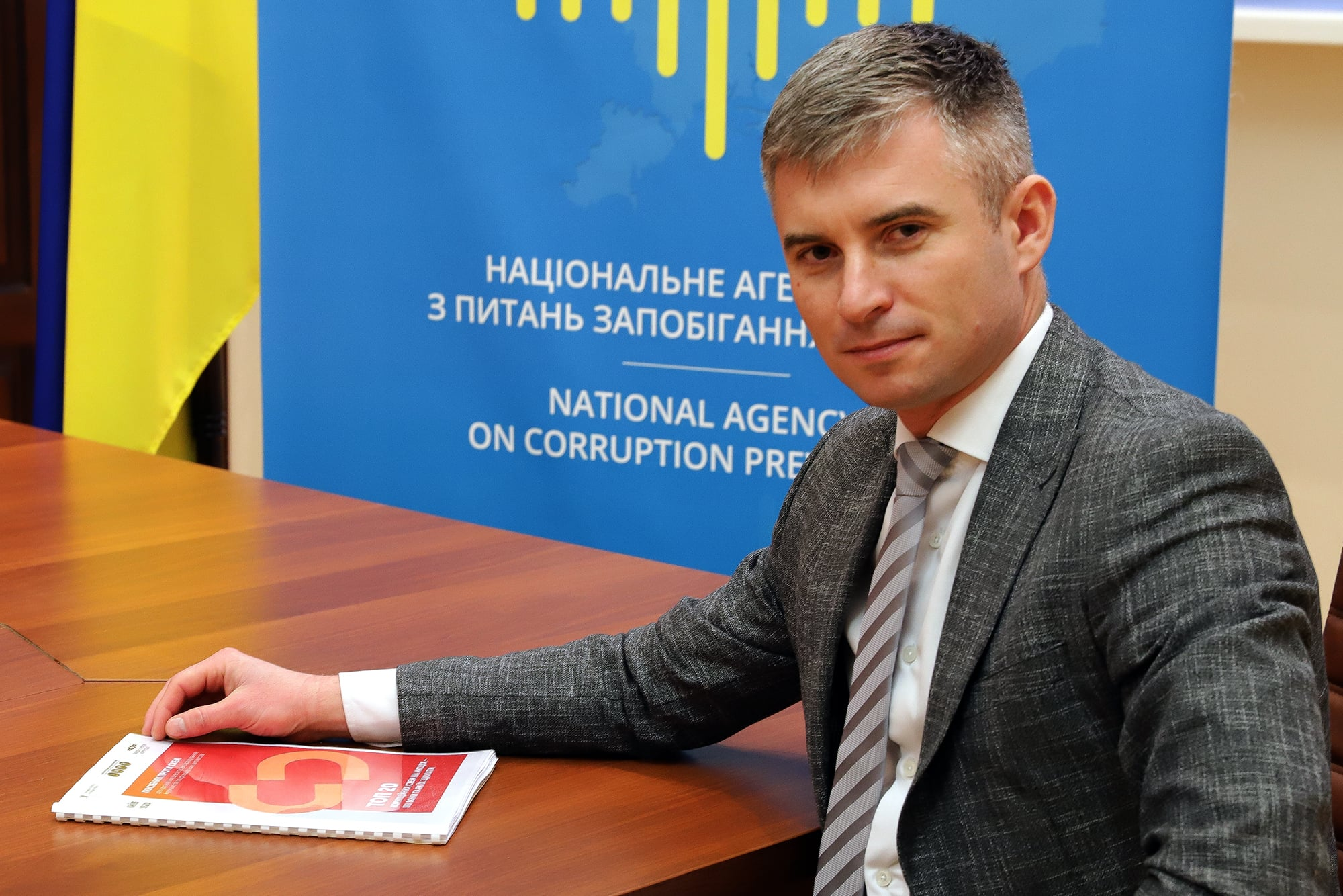 Oleksandr Novikov, chairman of the National Agency for Prevention of Corruption of Ukraine with the Top 20 Local Corruption Schemes – How to Overcome Them handbook. © IWPR
