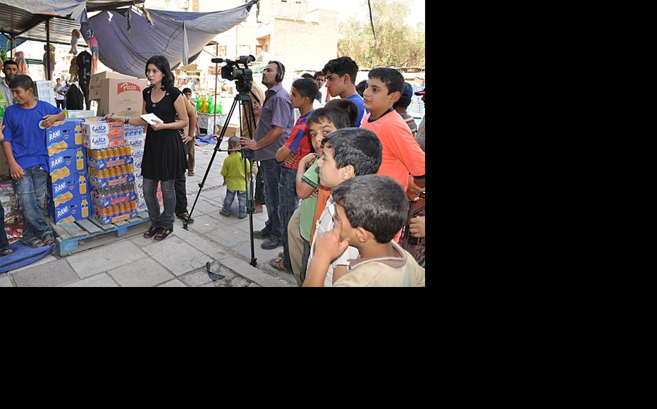 An earlier training session took participants out and about in eastern Baghdad, August 2010. (Photo: IWPR)