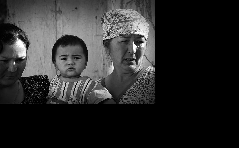 An Uzbek woman who told Red Crescent Society staff about violence she had to endure in her marriage pictured here with her child and mother. (Photo: Kyrgyz Red Crescent Society)