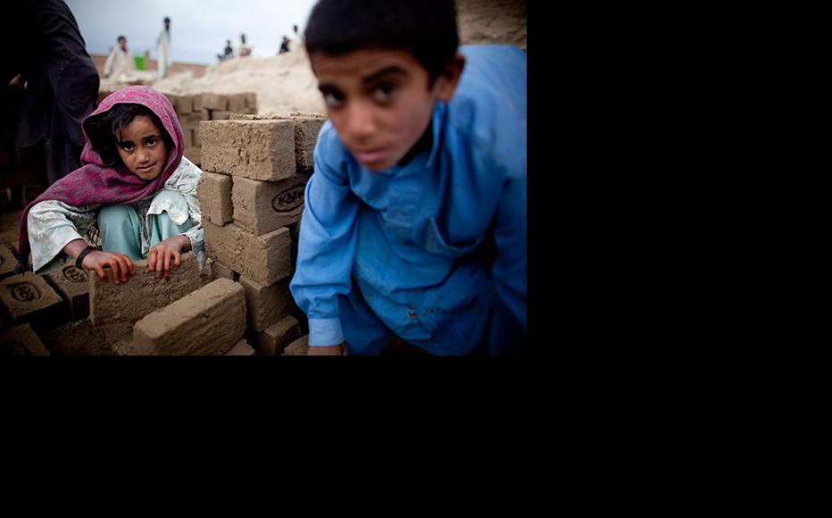 Afghan children sorting bricks at a brick factory in Kabul. (Photo: Majid Saeedi/Getty Images)