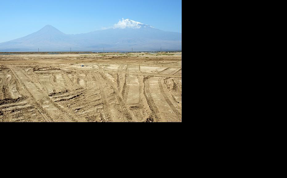 Desertification in the Ararat valley. (Photo: Photolure)