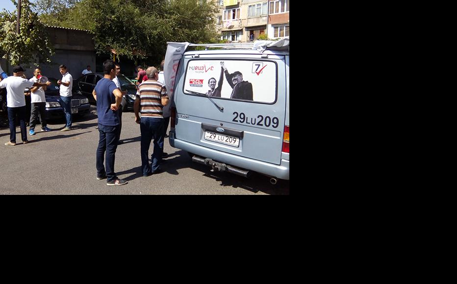 Members of My Step Alliance campaigning across Yerevan. (Photo: IWPR/Suren Deheryan)