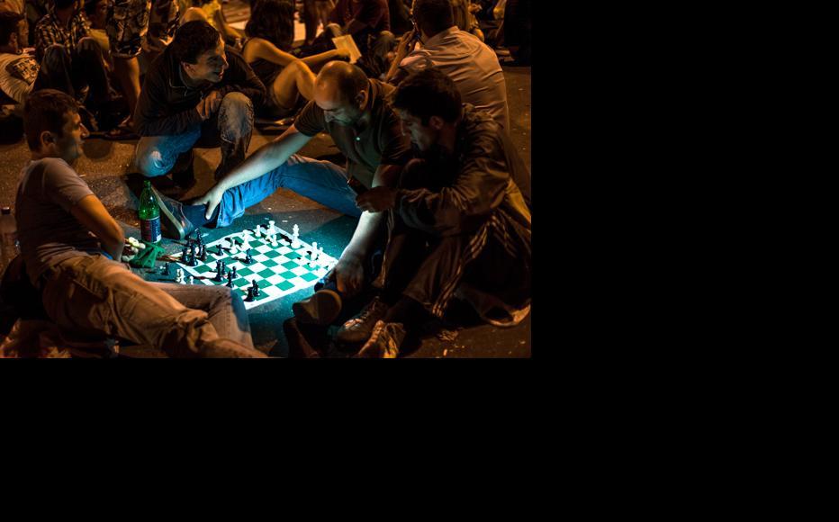Playing chess. June 25, 2015. (Photo: Nazik Armenakyan)