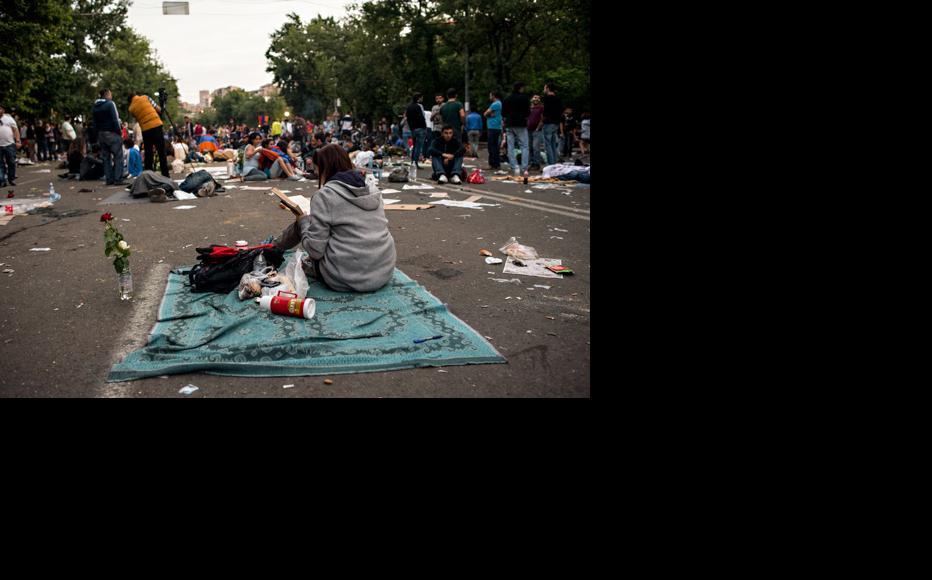 Demonstrators wake up after a night on Baghramyan Avenue. June 26, 2015. (Photo: Nazik Armenakyan)