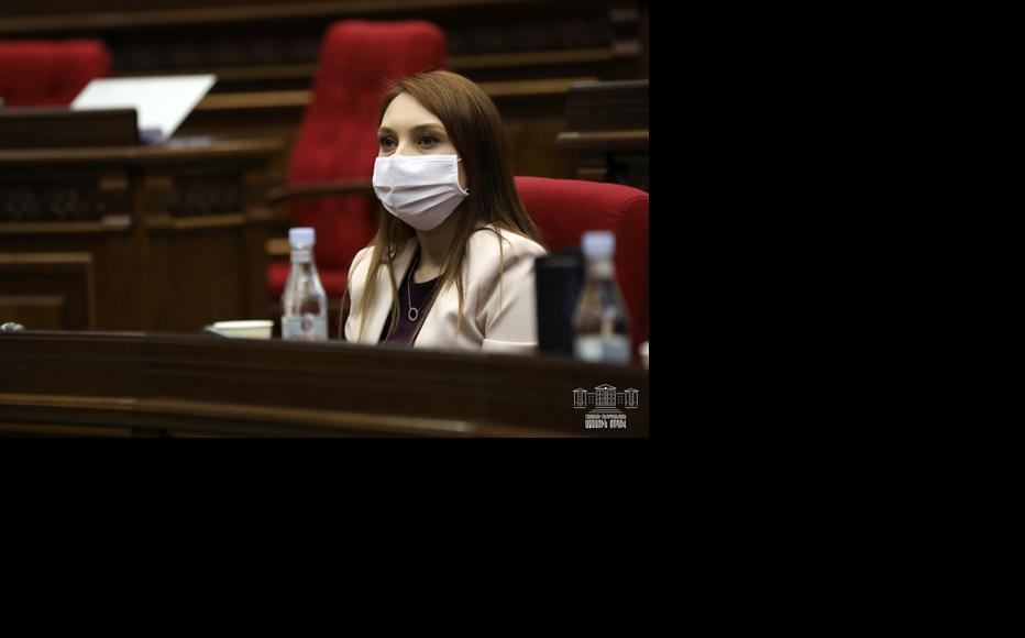 Lilit Makunts, head of the ruling My Step faction during the session of the National Assembly on March 31, 2020. (Photo: Parliament of Armenia)