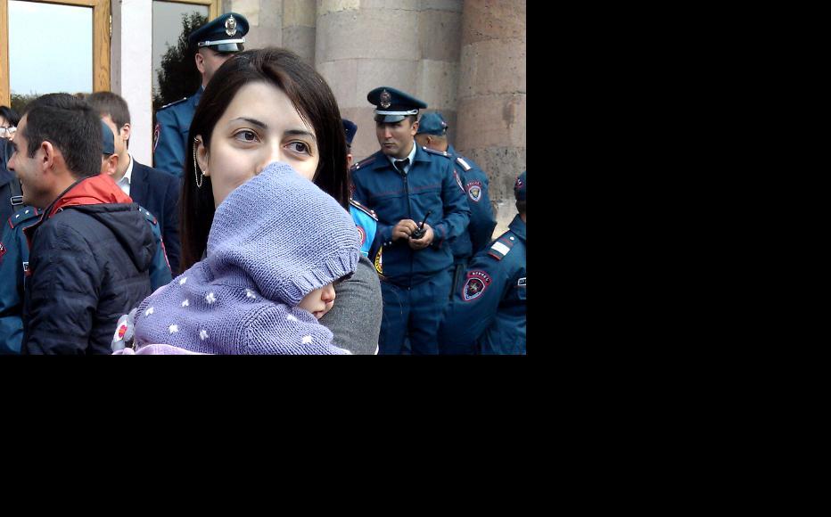 Инесса Мурадян на акции протеста 30 октября в Ереване. (Фото: Гаянэ Мкртычян)