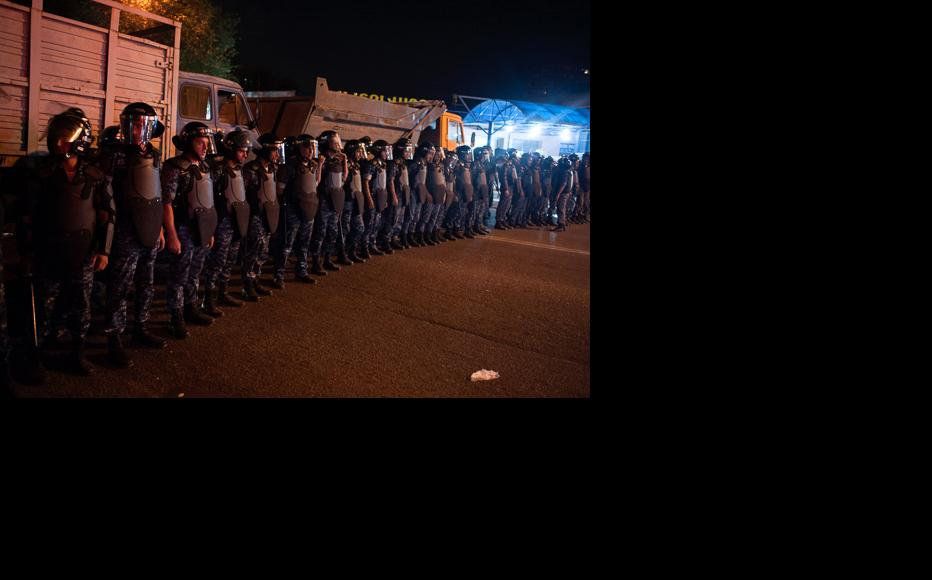 For several days, police cordons have been on duty around the clock. (Photo: Nazik Armenakyan)