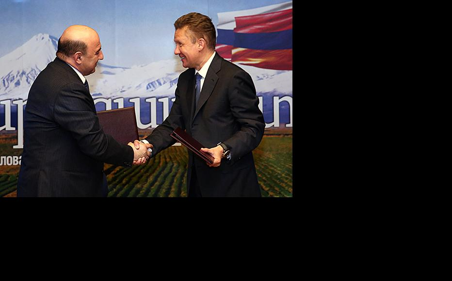 Armenian energy minister Armen Movsisyan (left) with Gazprom head Aleksei Miller after the signing ceremony. (Photo: Gazprom)
