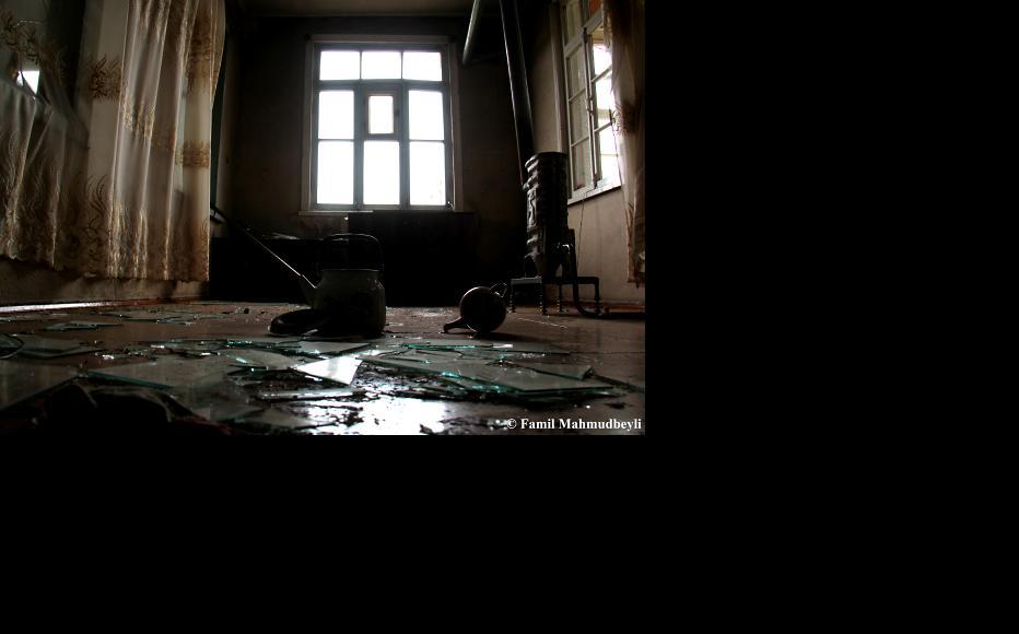 Inside a house in Azad Qaraqoyunlu. (Photo: Famil Mahmudbeyli)