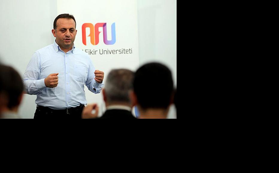 Zohrab Ismayil, chairman of Help for a Free Economy. (Photo: University of Free Thinking)