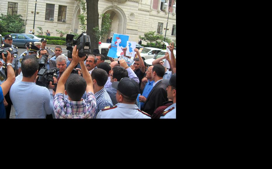 Azerbaijani nationalists protesting at Tehran's embassy in Baku focused as much on their ethnic kin in Iran as on the environmental protests going on there. (Photo: Sabuhi Mammadli)