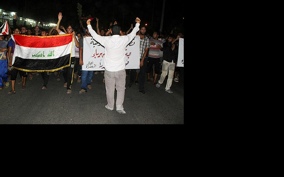 Protest against power outages in Basra. (Photo: Abu Iraq)