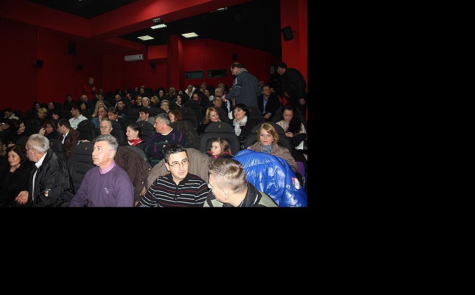 Packed movie theatre at the Palace Cinema in Banja Luka at the screening of New Life, a film by IWPR. (Photo: Maja Bjelajac)