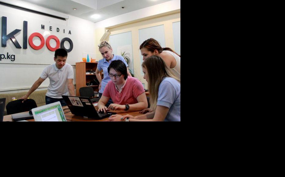 Practice in Kloop.kg local news web portal. (Photo: CABAR)