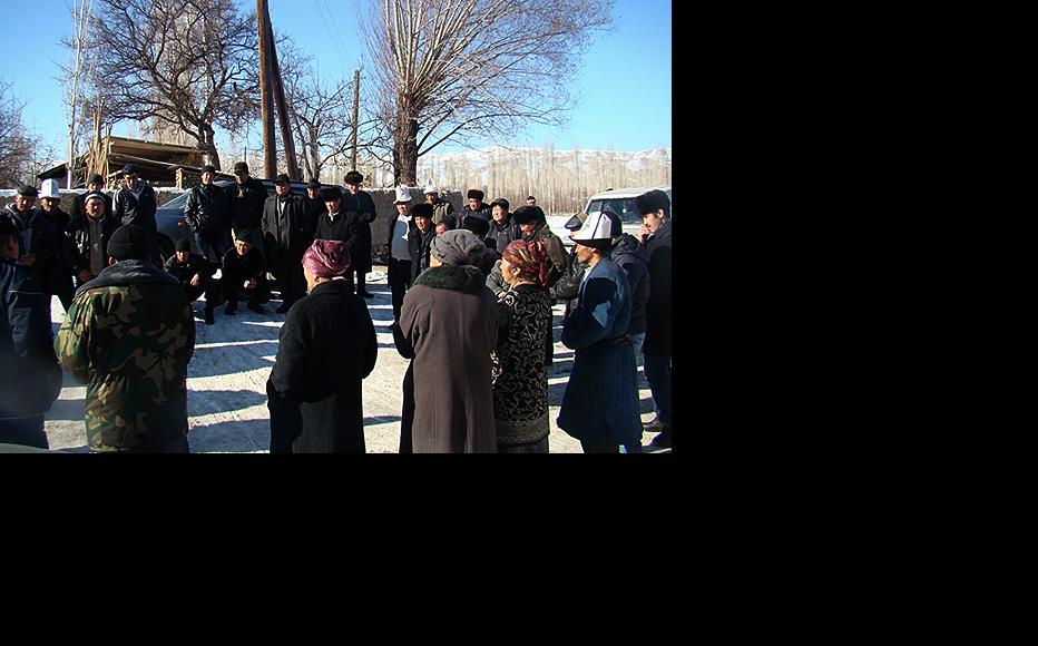 Public meeting in Charbak after the violence. (Photo: IWPR)