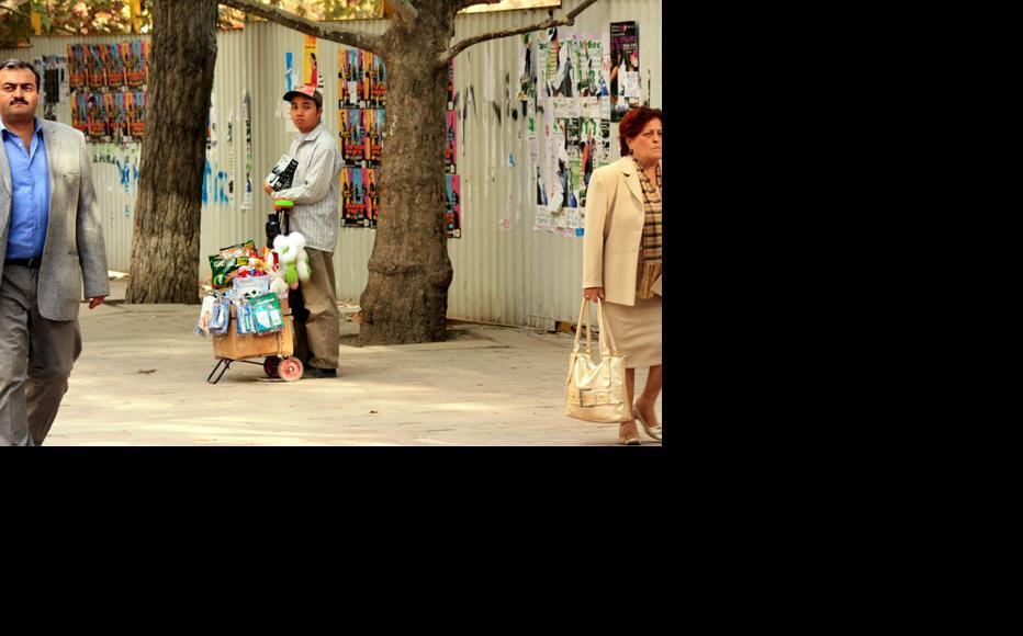 Chinese street trader in Baku. (Photo: Abbas Atilay)
