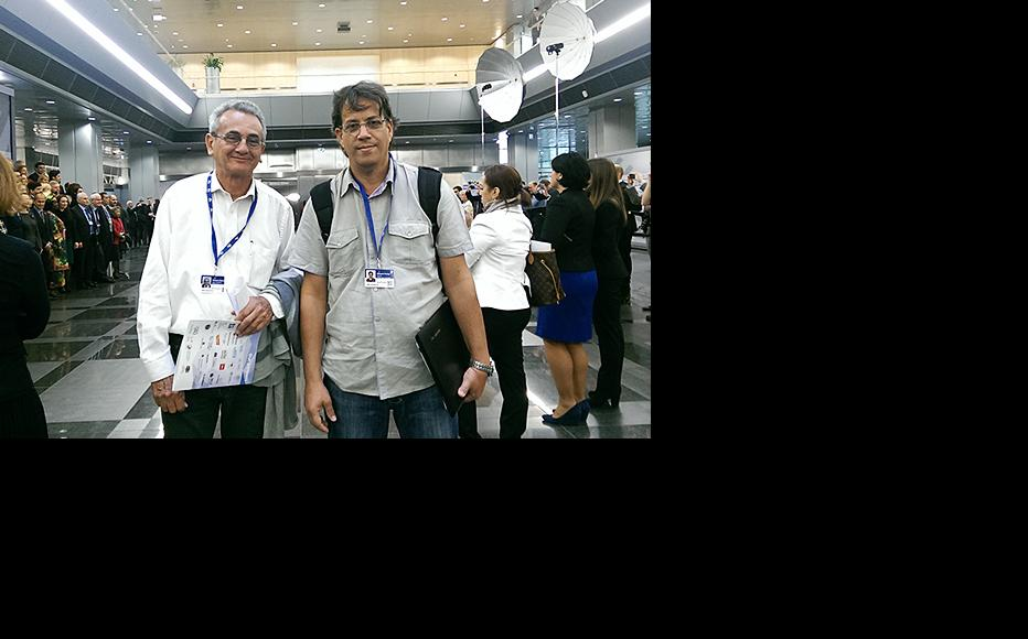 The author of this article, José Antonio Fornaris (left), with Cuban journalist Odelín Alfonso Torna at UNESCO's Let Journalism Thrive! event. Riga, May 2015. (Photo courtesy of Odelín Alfonso Torna)