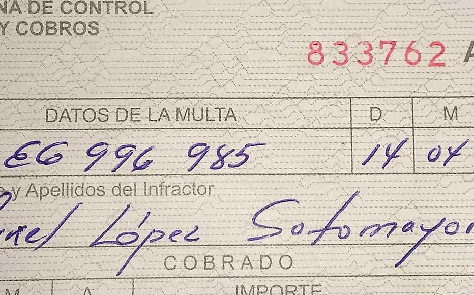 Street vendor Maikel López was fined with 2,000 Cuban pesos for selling prohibited products to street vendors. The figure is equivalent to three months of the Cuban average wage.