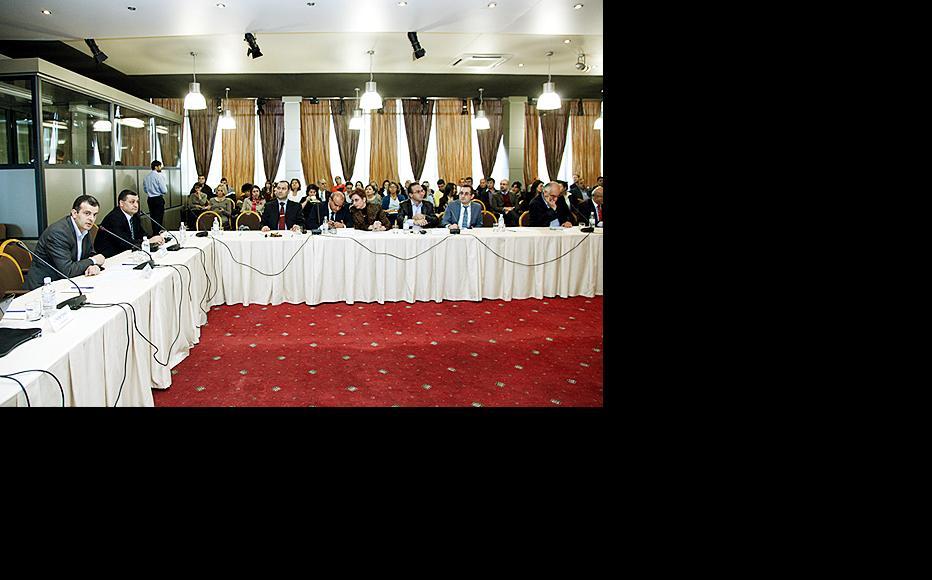 David Amiryan (left), deputy director of Open Society Armenia, speaks at a meeting on civil society on November 5. (Photo: Civilnet TV)