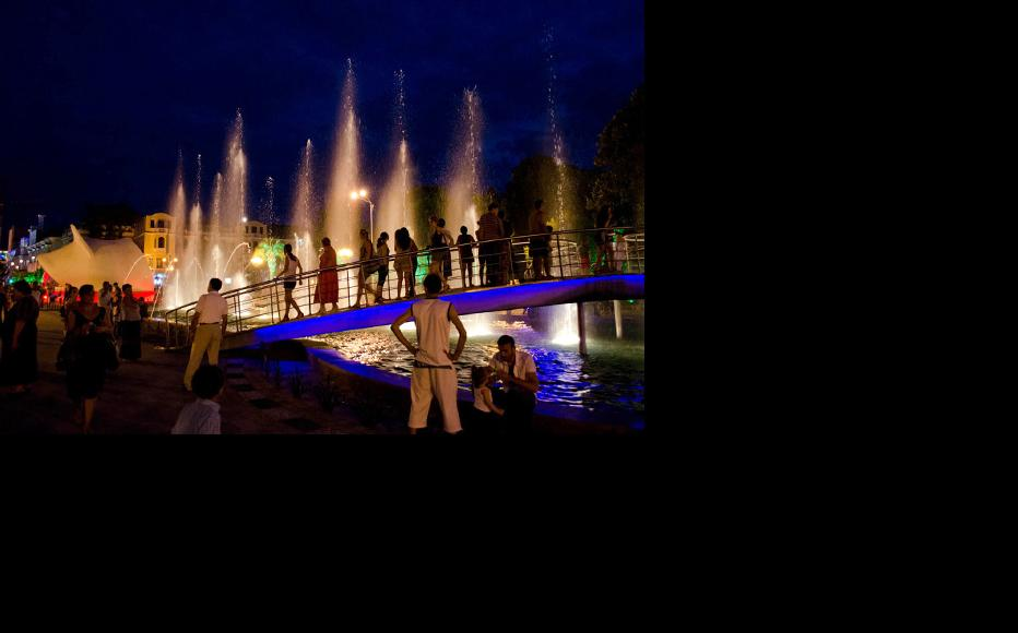 The Black Sea resort of Batumi at night. (Photo: IWPR)