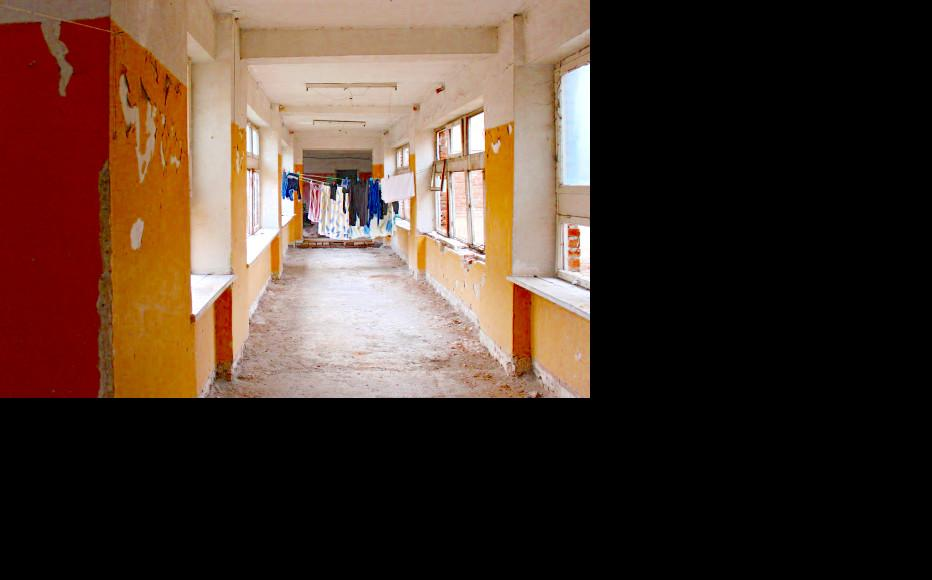 The kindergarten where refugees from Nikozi and Zardiantkari still live. (Photo: Giorgi Kupatadze/IWPR)