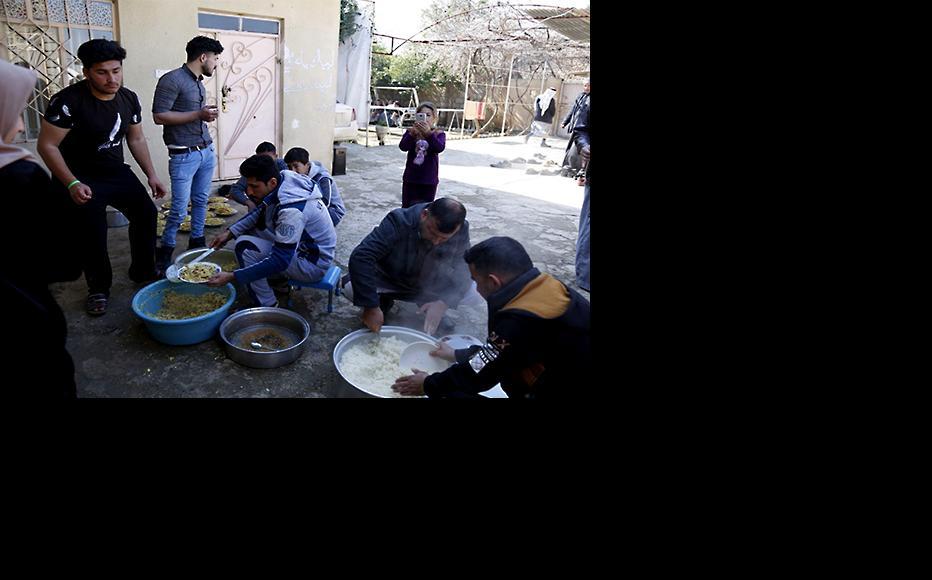 Al-Salamiya residents preparing lunch for the event. (Photo: IWPR)