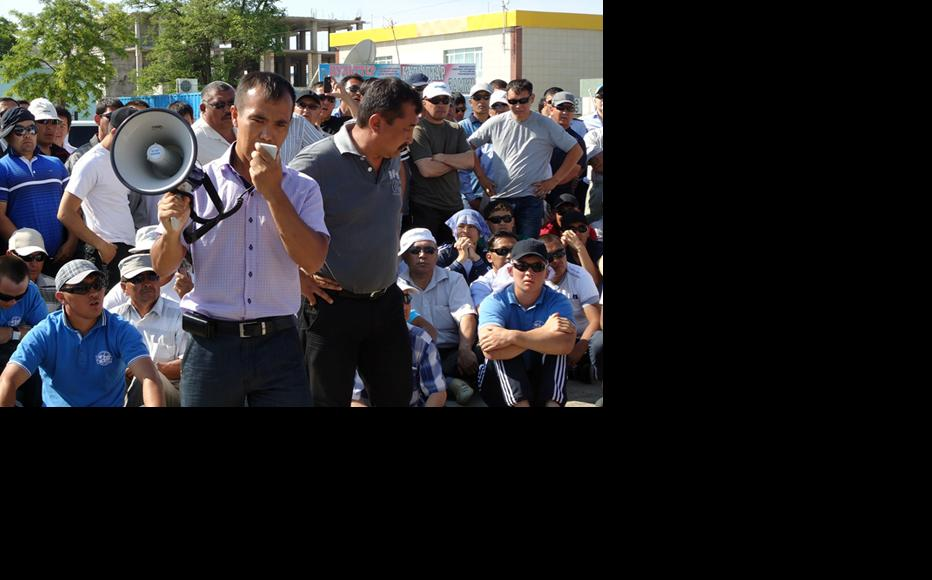 Striking oil workers in Janaozen. (Photo: Ayman Kurmanov)