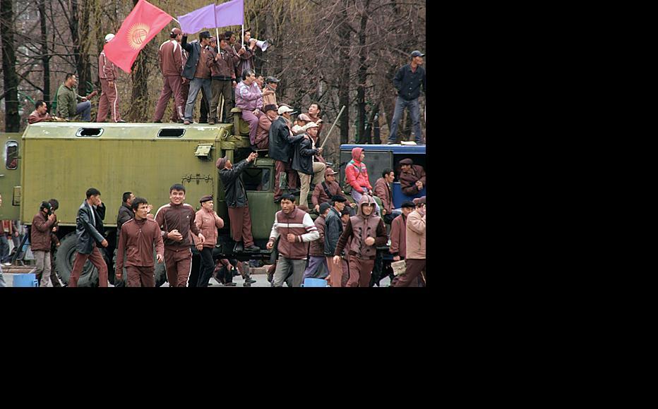 Protests in central Bishkek, April 7, 2010. Photo by Altynay Myrzabekova.