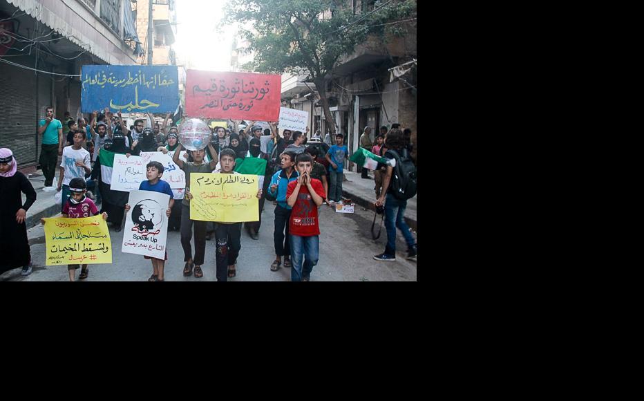 Demonstration in the Mashhad neighbourhood. (Photo: Ammar Abdullah)