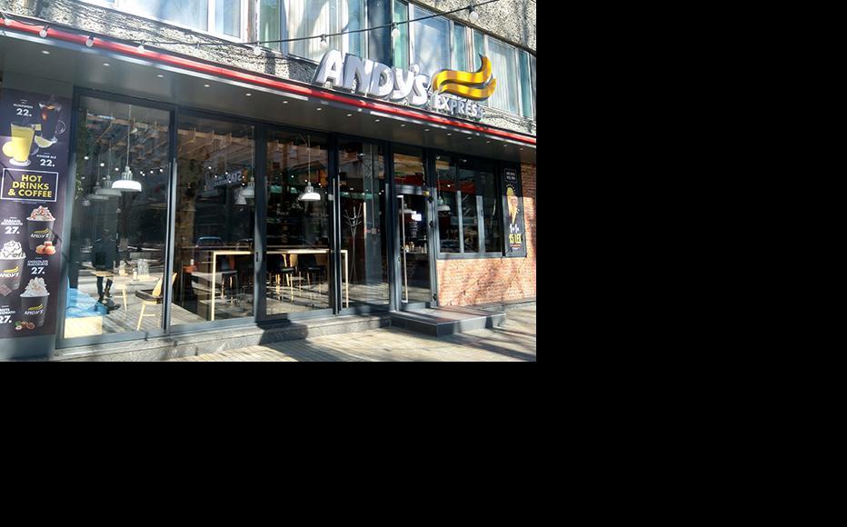 Closed restaurant during the Coronavirus pandemic in Chisinau. (Photo: Madalin Necsutu)