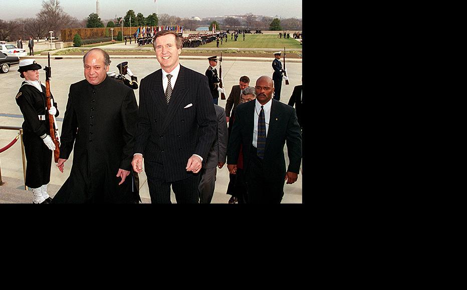 Nawaz Sharif (left). (Photo: US Defence Department/R.D. Ward)