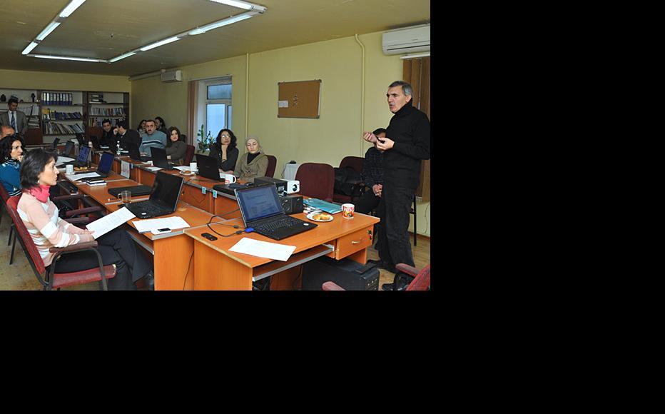 Trainer Zeynal Mammadli leads a session in Baku, December 2011. (Photo: IWPR)
