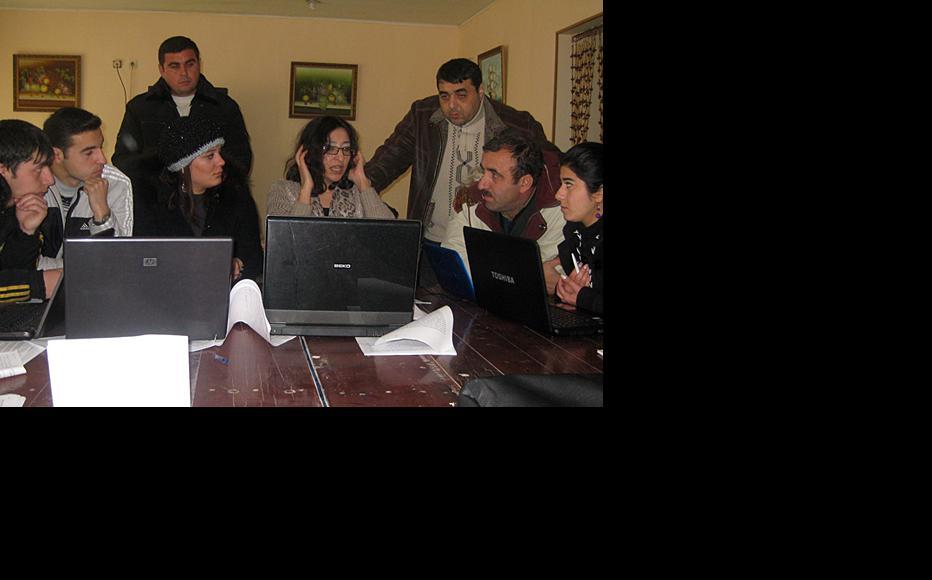 Tahmina Tagizade teaches video production at a workshop in Mingachavir, November 2011. (Photo: IWPR)