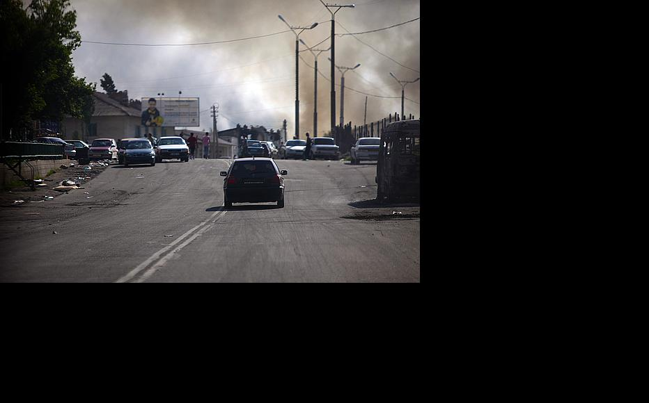 Pall of smoke from torched homes hangs over Osh (Photo: Inga Sikorskaya)