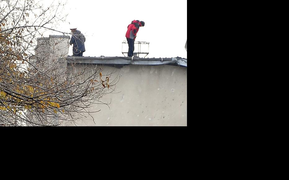 Police check nearby buildings for possible evidence. (Photo: Grigory Mikhailov)