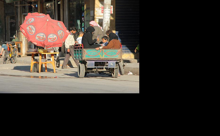A family travelling by cart in Aleppo. (Photo: Salah al-Ashqar)