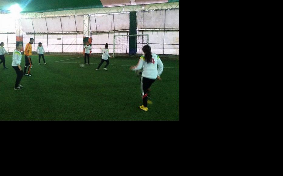 Syrian female footballers. (Photo: Damascus Bureau)