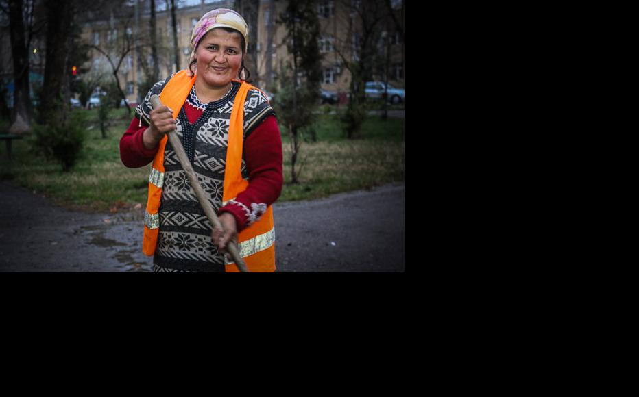 The street cleaners are armed only with a wooden broom. (Photo: Lidia Isamova)
