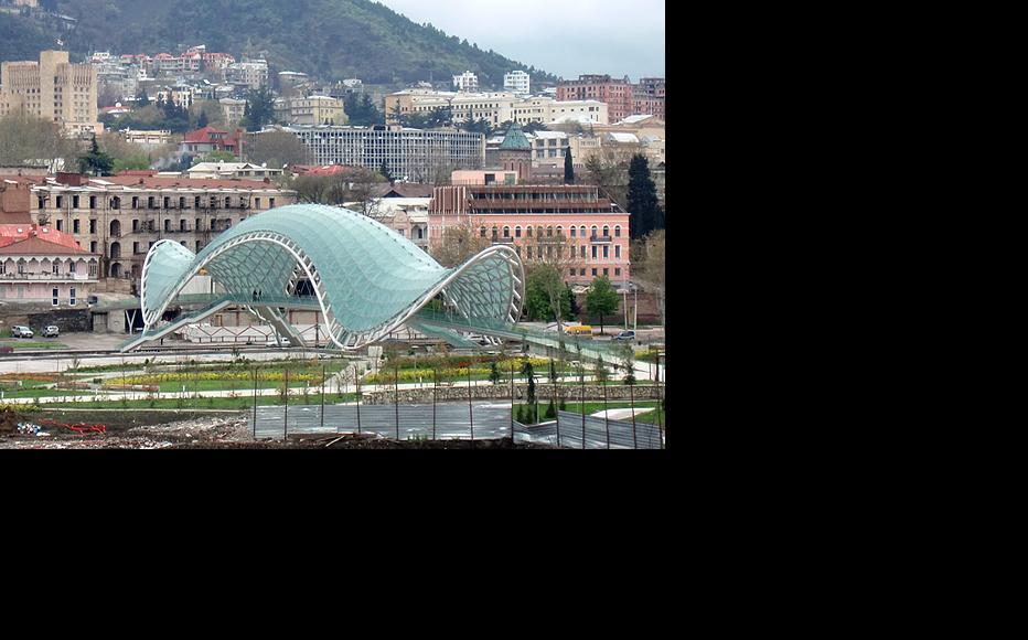 The Bridge of Peace spans the Kura river in Tbilisi. (Photo: Daniella Peled)