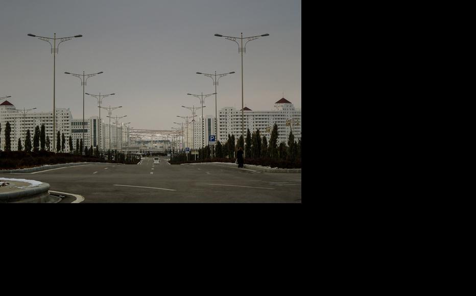 Newly-built districts of Ashgabat remain uninhabited. (Photo: Helen Stevenson)
