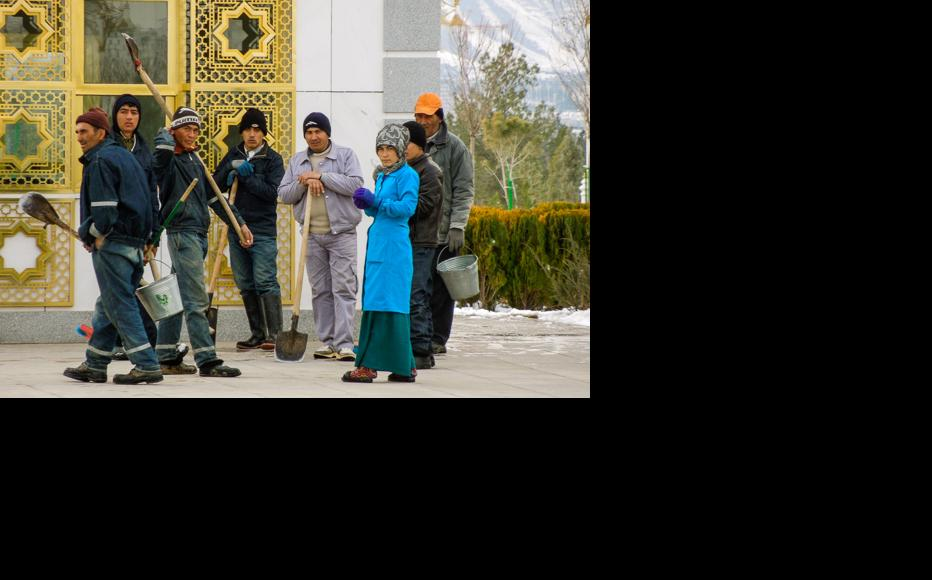 Many Turkmens seek work in the capital. (Photo: Helen Stevenson)