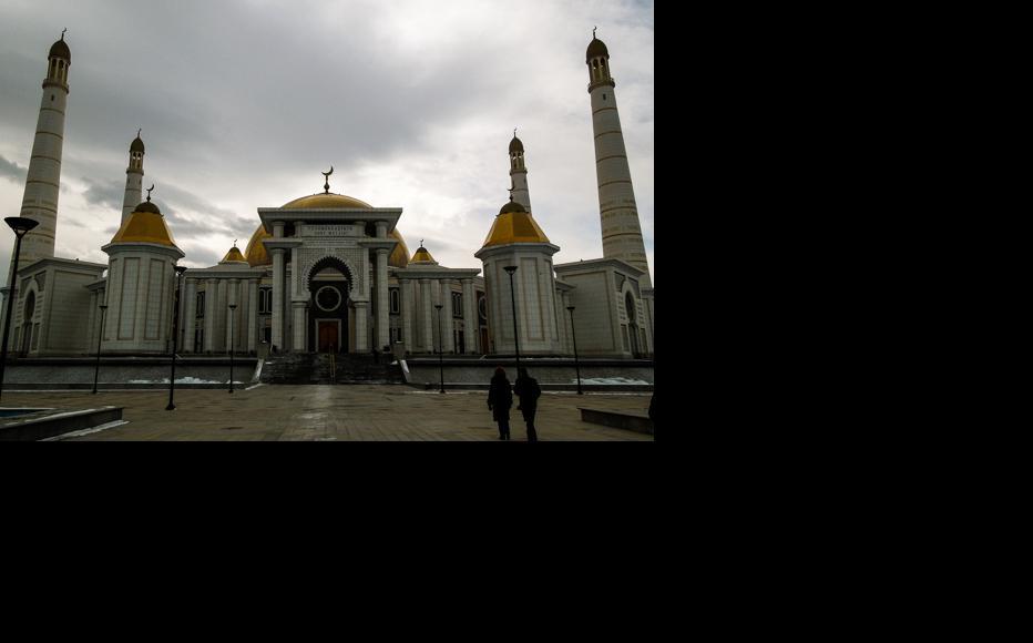 The Turkmenbashy Ruhy or Gypjak Mosque, built during Saparmurat Niyazov's presidency. (Photo: Helen Stevenson)
