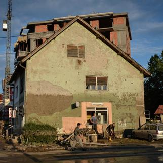 The high watermark on this building in Doboj in northern Bosnia plainly shows the scale of the flooding. May 20-21, 2014. (Photo: Sanja Vrzić)