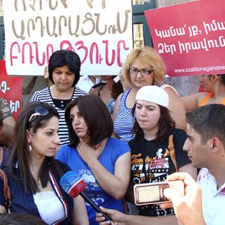 Demonstration by rights activists in Artashat, where a high-profile domestic abuse case has gone to trial. (Photo: Coalition Against Violence)