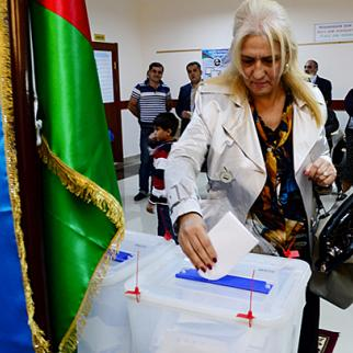 Voting in Azerbaijan's presidential election. October 9, 2013. (Photo: Javid Gurbanov)