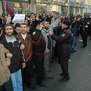 """Protest over hijab ban in Azerbaijan's state schools, held in Baku on December 10. The placard on the left says """"I want to study"""". (Photo: Turkhan Kerimov)"""