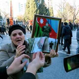 Protesters demand the truth about how army conscript Jeyhun Gubadov died. (Photo: Idrak Abbasov)