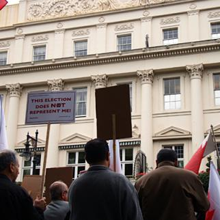 Protesters outside the Bahrain embassy in London. (Photo: Dominic Kavakeb)