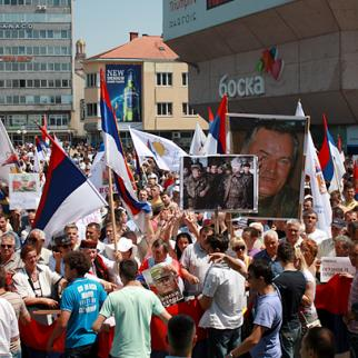 Rally in Banja Luka to protest against the arrest of General Mladic, a man still seen as a hero by many in Republika Srpska. (Photo: RFE/RL)