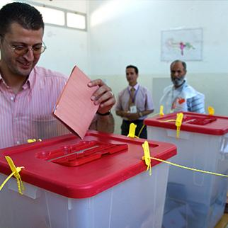 Voting in the eastern city of Benghazi on July 7, 2012. (Photo: Seth Meixner)